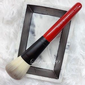 Hakuhodo x Sephora PRO Wedge Sloping Powder Brush